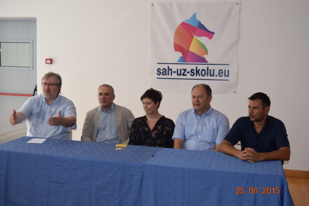 kasparov_sah_uz_skolu